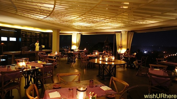 The Plantation Club Restaurant by night
