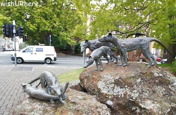 Tasmanian Tigers Statue